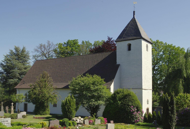 Bild der Kirche in Exeter im Kreis Herford, für das ein Ortsfamilienbuch erstellt wurde